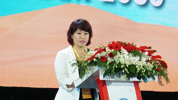 Bà Vũ Thị Như Mai, Phó chủ tịch HĐQT Công ty cổ phần đầu tư Nam Group phát biểu tại Hội nghị xúc tiến đầu tư Bình Thuận 2019